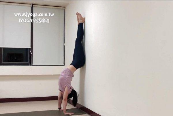 台南JYOGA樂活瑜珈-瑜珈教學-辦公室舒壓塑身瑜伽-手倒立